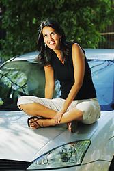 A escritora Marta Medeiros posa junto de seu carro. FOTO: Jefferson Bernardes/Preview.com