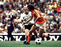 Fotball<br /> VM 1974<br /> Finale 07.07.1974<br /> Tyskland v Nederland 2-1<br /> Foto: Witters/Digitalsport<br /> NORWAY ONLY<br /> <br /> Berti VOGTS - Johann CRUYFF