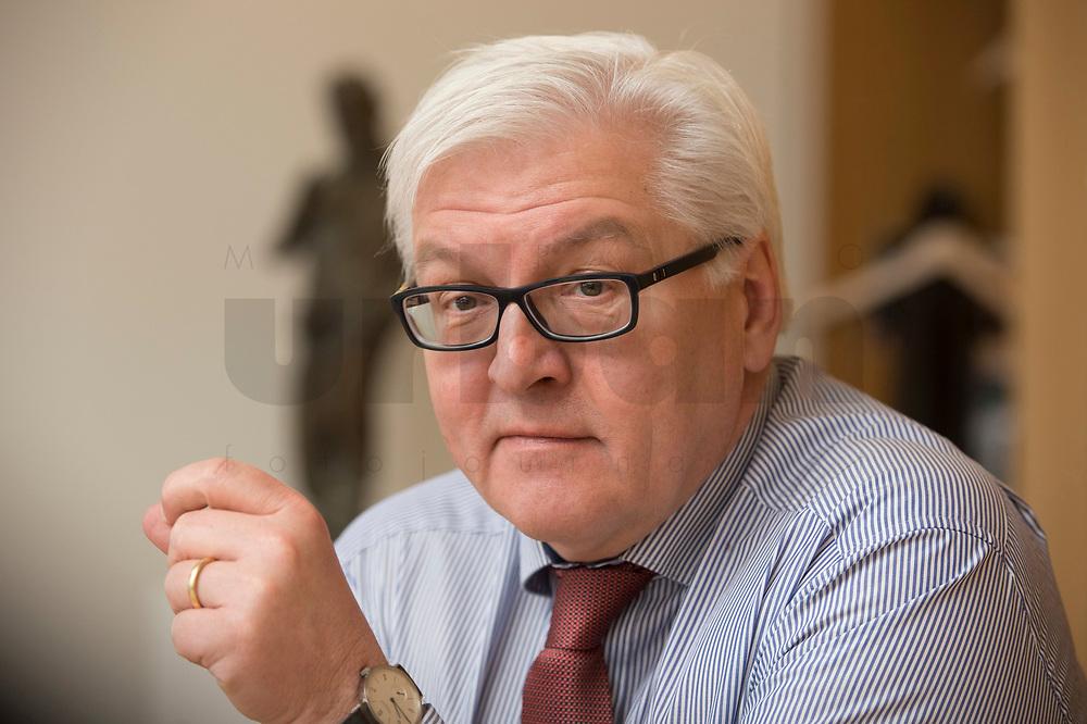 15 JAN 2013, BERLIN/GERMANY:<br /> Frank-Walter Steinmeier, SPD Fraktionsvorsitzender, waehrend einem Interview, in seinem Buero, Jakob-Kaiser-Haus, Deutscher Budnestag<br /> IMAGE: 20130115-01-018<br /> KEYWORDS: Büro