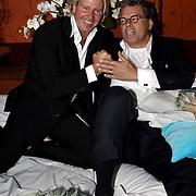 NLD/Eemnes/20081020 - Premiere Dries Roelvink film, Emile Ratelband en Dries Roelvink samen in bed