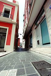 Netto il contrasto tra le vie del centro principale di Brindisi e le vie del centro antico della città. In queste vie tutto è al loro posto e tutto ben curato.