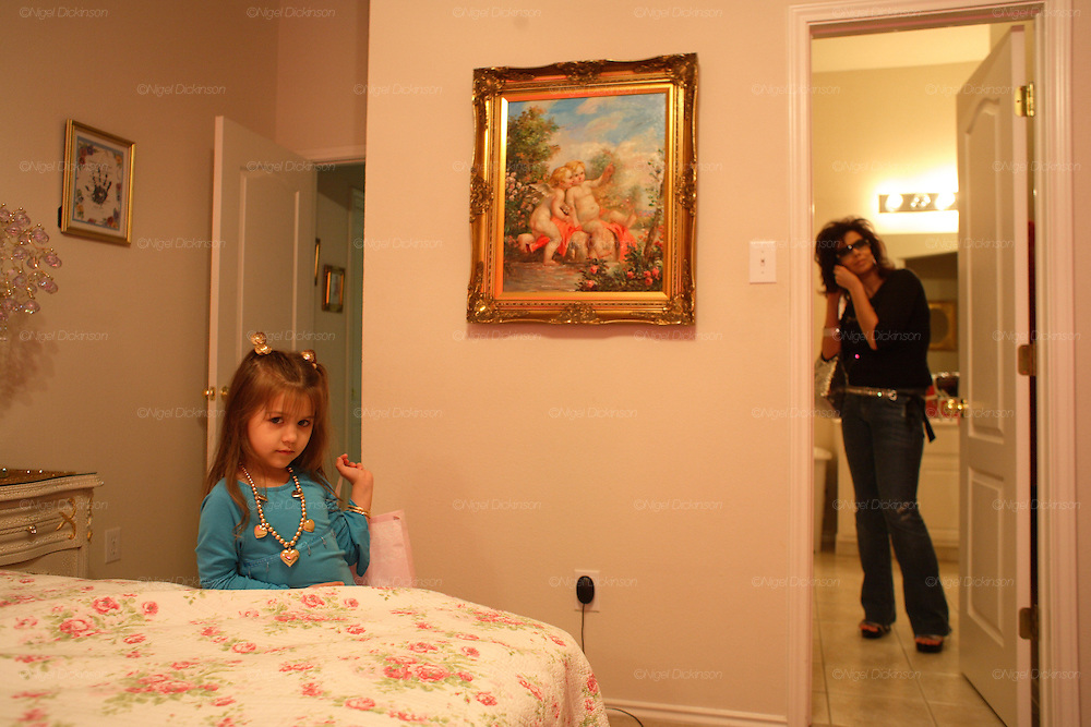 Jean with her family, daughter Paris and son John,  living in Austin. English Romanichel Roma living in Texas, USA