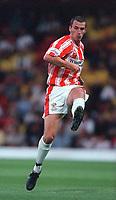 Neil Howarth (Cheltenham Town). Watford v Cheltenham, League Cup 1st Round,  22/8/00. Credit Colorsport / Matthew Impey