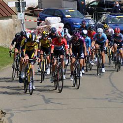 02-05-2021: Wielrennen: Elsy Jakobs : Luxembourg: <br />Peloton op een klim