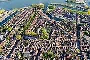Nederland, Noord-Holland, gemeente Enkhuizen, 07-05-2018; centrum van Enkhuizen,  historische binnenstad rond poort De Drommedaris met onder andre Oude Haven, Oosterhaven en laat-gotische Zuidkerk (Pancraskerk)Enkhuizen historical city centre<br /> <br /> luchtfoto (toeslag op standard tarieven);<br /> aerial photo (additional fee required);<br /> copyright foto/photo Siebe Swart