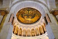 France, Loiret (45), Val de Loire classé Patrimoine Mondial de l'UNESCO, Germigny-des-Prés, oratoire carolingien de Germigny-des-Prés ou église de la Très-Sainte-Trinité, seule mosaïque byzantine (IXeme siècle) de France avec deux anges qui entourent l'Arche d'alliance // France, Loiret (45), Loire Valley listed as World Heritage by UNESCO, Germigny-des-Prés, Carolingian oratory of Germigny-des-Prés or church of the Très-Sainte-Trinité, only Byzantine mosaic (9th century) in France with two angels surrounding the Ark of the Covenant