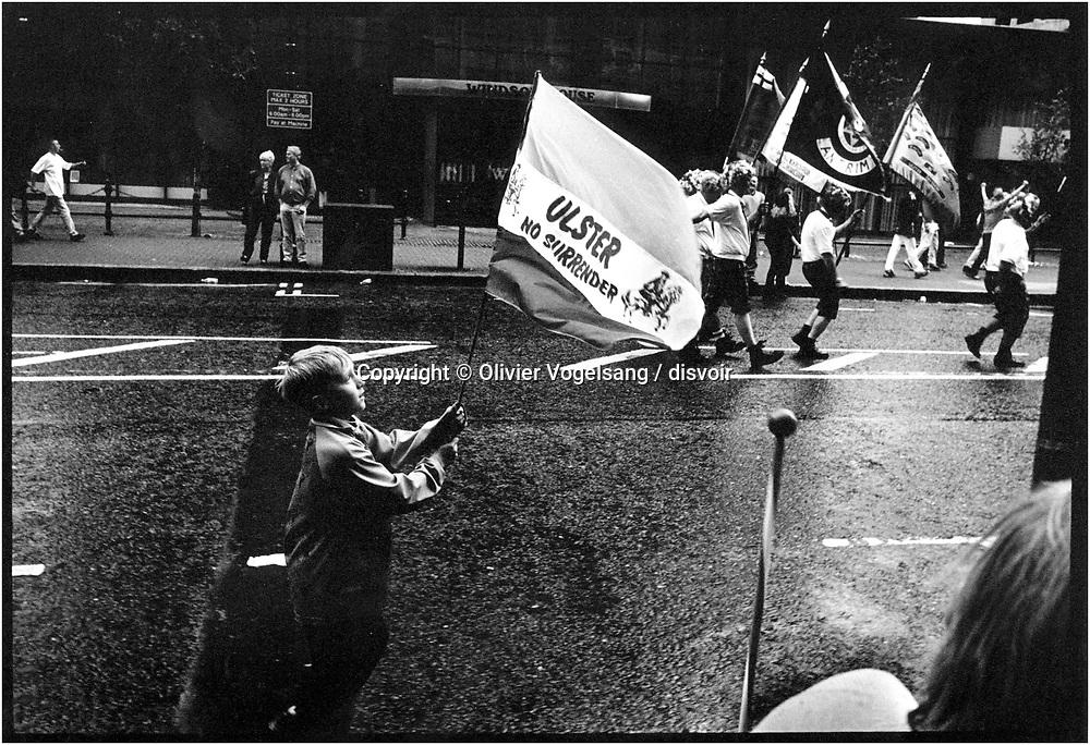 Irlande du Nord. Belfast. Ulster no surrender dit le drapeau. Pas de reddition pour les unionistes.<br /> Northern Ireland. Belfast. Ulster no surrender is written on the flag.