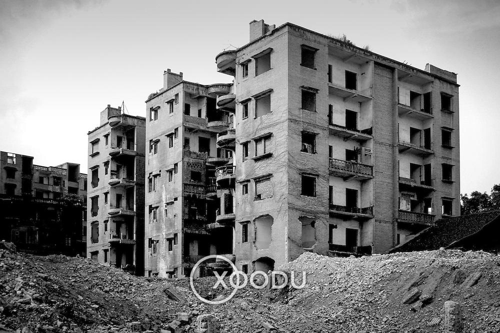 Desolate buildings, Fengdu, China (May 2004)
