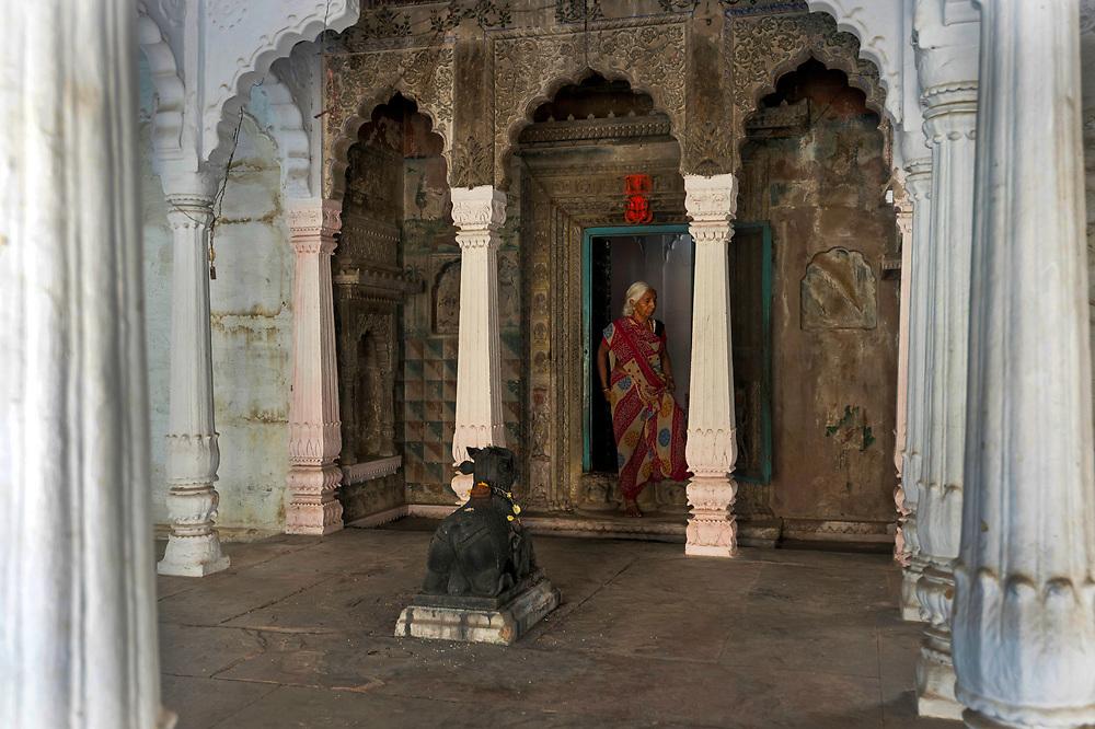 Hindu Nandi shrine ,old Varanasi