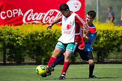 Lance da partida entre AE Sapiranga Futevale X Cruzeirinho válida pelas finais da Copa Coca-Cola 2013 de Futebol, no CT Alvorada do S.C. Internacional. Foto: Vinícius Costa/ Agência Preview