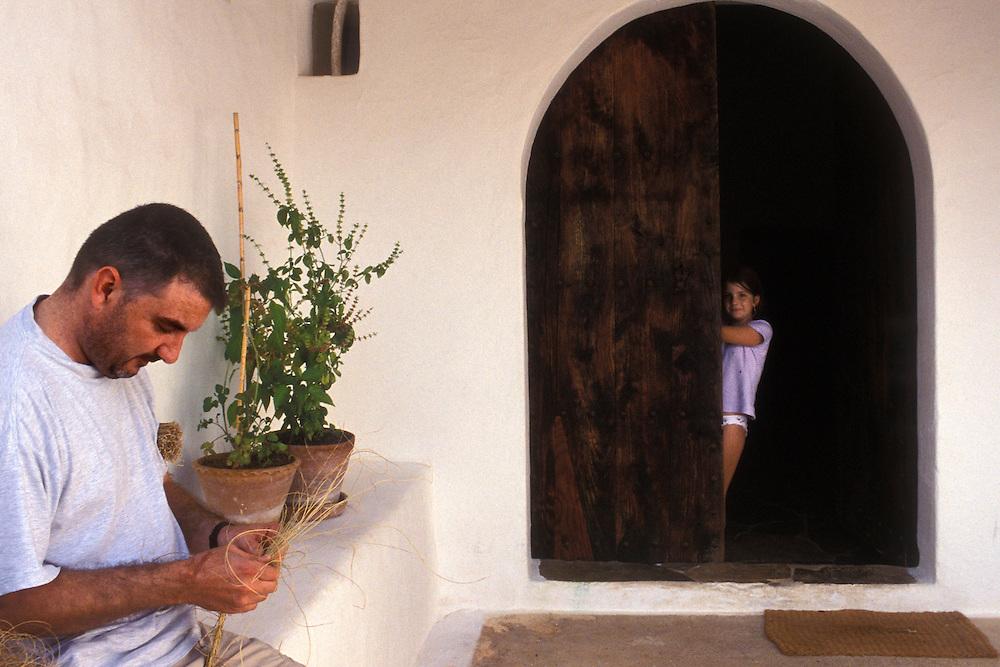 ESPAÑA / ISLAS BALEARES / IBIZA.Toni Manonelles con su hija.