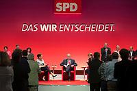 """16 JUN 2013, BERLIN/GERMANY:<br /> Gertrud Steinbrueck (L), Ehefrau des Kanzlerkadidaten, und Peer Steinbrueck (M), SPD Kanzlerkandidat, und Bettina Boettinger (R), Moderatorin, im Dialog, Steinbrueck erhaelt Standing Ovations von den Delegierten nachdem seine Frau auf die Frage der Moderatorin, warum sich jemand so etwas antäte antwortet """"(...) Wenn jemand so etwas aufgibt, dann muss der doch etwas bewegen wollen."""" und er selbst offenbar so gerühert ist, dass er nichts sagen kann, SPD-Parteikonvent, Tempodrom<br /> IMAGE: 20130616-01-099<br /> KEYWORDS: Peer Steinbrück, Gertrud Steinbrück, Gespräch, Bettina Böttinger, Applaus, klatschen, applaudieren"""