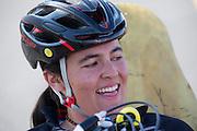 Taegan Patterson na haar rit op de vijfde racedag. In Battle Mountain (Nevada) wordt ieder jaar de World Human Powered Speed Challenge gehouden. Tijdens deze wedstrijd wordt geprobeerd zo hard mogelijk te fietsen op pure menskracht. Ze halen snelheden tot 133 km/h. De deelnemers bestaan zowel uit teams van universiteiten als uit hobbyisten. Met de gestroomlijnde fietsen willen ze laten zien wat mogelijk is met menskracht. De speciale ligfietsen kunnen gezien worden als de Formule 1 van het fietsen. De kennis die wordt opgedaan wordt ook gebruikt om duurzaam vervoer verder te ontwikkelen.<br /> <br /> Taegan Patterson has finished. In Battle Mountain (Nevada) each year the World Human Powered Speed Challenge is held. During this race they try to ride on pure manpower as hard as possible. Speeds up to 133 km/h are reached. The participants consist of both teams from universities and from hobbyists. With the sleek bikes they want to show what is possible with human power. The special recumbent bicycles can be seen as the Formula 1 of the bicycle. The knowledge gained is also used to develop sustainable transport.