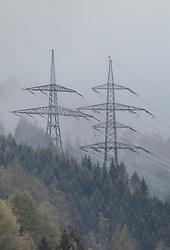 THEMENBILD - Strommasten und Stromleitungen in der nebeligen Waldlandschaft, aufgenommen am 30. April 2019 in Kaprun, Österreich // Power pylons and power lines in the foggy forest landscape, Kaprun, Austria on 2019/04/30. EXPA Pictures © 2019, PhotoCredit: EXPA/ JFK