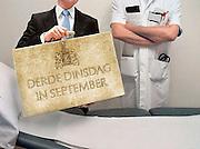 Nederland, Nijmegen, 2-3-2012Associatie, illustratie gezondheidszorg en geld, begroting, bezuiniging. Medisch specialist bij onderzoeksbed en minister van financien met koffertje. Montage.Foto: Flip Franssen