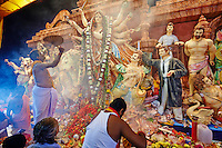 Inde, Bengale-Occidental, Kolkata, pour la fete de Durga Puja plus de deux mille Pandals, temples temporaires construits pour venerer la deesse // India, West Bengal, Kolkata, Calcutta, for Durga Puja festival more than 2000 Pandals (temporary temples)  are build to venerate the Goddeness