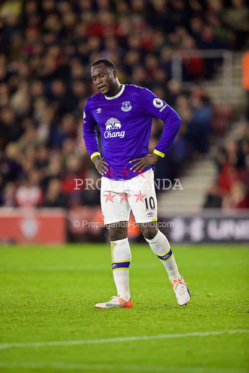 SOUTHAMPTON, ENGLAND - Saturday, November 19, 2016: Everton's Romelu Lukaku looks dejected after missing a chance against Southampton during the FA Premier League match at St. Mary's Stadium. (Pic by David Rawcliffe/Propaganda)
