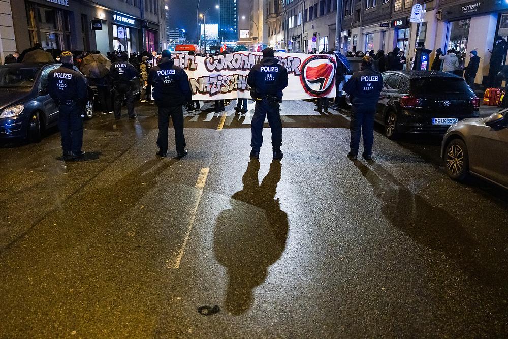 """An die 500 Menschen protestieren mit einer Demonstration in den Stadtteilen Prenzlauer Berg und Mitte gegen ein Treffen von Coronaverharmlosern und Coronaleugnern in der Bar Scotch & Sofa, die dort ein Treffen zur Gründung der Partei  """"Team Freiheit Scotch & Sofa"""" durchführen wollten. Die Veranstaltung in der Bar fand nicht statt. Die Demonstration endet am Zionskirchplatz in der Nähe des  Büros von Beatrix von Storch. Demonstranten mit Banner: """"Gegen Coronaleugner und Nazischweine!"""" Berlin, 04.02.2021.<br /> <br /> <br /> [© Christian Mang - Veroeffentlichung nur gg. Honorar (zzgl. MwSt.), Urhebervermerk und Beleg. Nur für redaktionelle Nutzung - Publication only with licence fee payment, copyright notice and voucher copy. For editorial use only - No model release. No property release. Kontakt: mail@christianmang.com.]"""