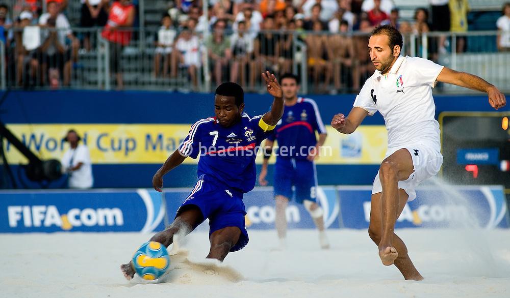 MARSEILLE, FRANCE- JULY 24: Fifa Beach Soccer World Cup Marseiile 2008. France - Italy  (Photo by Manuel Queimadelos)