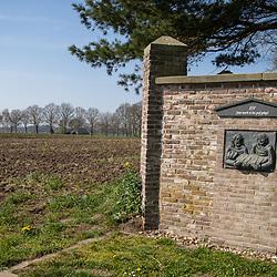 08-04-2020: Nieuws: Stockfotos: Nederland<br /> Kloostermuur Carmiletessenklooster Zenderen