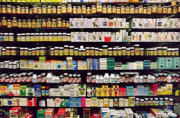 Nederland, Nijmegen, 14-3-2012Kast in een apotheek met homeopatische medicijnen.Foto: Flip Franssen