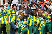 On Queensday, april 30th the Queen attends the celebrations of Queensday in Scheveningen near the Hague.<br /> This is her 25th jubilee.<br /> <br /> Op Koninginnedag, 30 april, is de Koningin  's Middags aanwezig metn en haar familie het koninginnedagfeest mee te vierten in Scheveningen.<br /> <br /> On The photo / On the Photo;<br /> <br /> Prince Floris en Prince Pieter-Christiaan in shirts of Ado den Haag to play soccer. On the background Prince Willem Alexander and Maxima.<br /> <br /> Prins Floris en Prins Pieter-Christiaan in shirts van Ado den Haag voor een spelletje voetbal. Op de achtergrond Prins Willem Alexander en Maxima