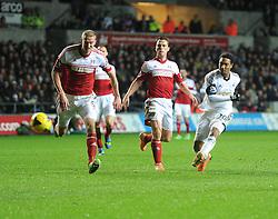 Swansea City's Jonathan de Guzman shoots at goal. - Photo mandatory by-line: Alex James/JMP - Tel: Mobile: 07966 386802 28/01/2014 - SPORT - FOOTBALL - Liberty Stadium - Swansea - Swansea City v Fulham - Barclays Premier League