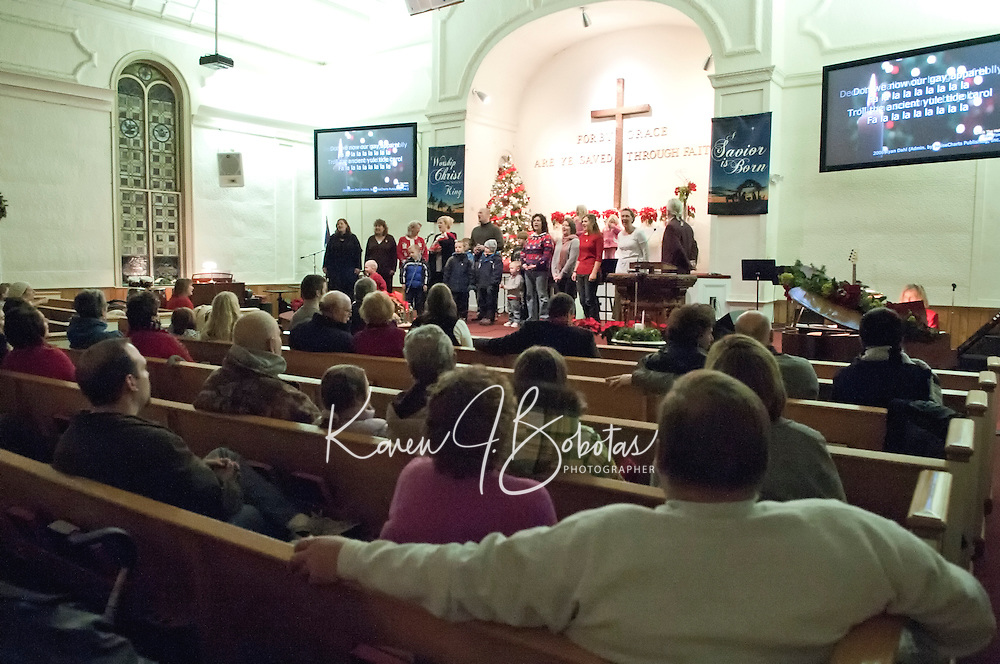 Evangelical Baptist Church Christmas Service and Christmas in the Village downtown Laconia December 10, 2010