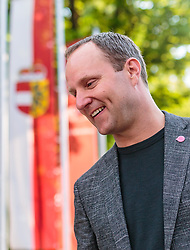 22.04.2018, Wahlzentrum, Salzburg, AUT, Salzburger Landtagswahl, im Bild Bundesparteichef Matthias Strolz (NEOS) // during the Salzburg state election 2018 in the election center in Salzburg, Austria on 2018/04/22. EXPA Pictures © 2018, PhotoCredit: EXPA/ JFK