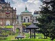 Święty Krzyż, 02-05-2019. Klasztor Misjonarzy Oblatów Maryi Niepokalanej Sanktuarium Relikwii Krzyża Świętego. Sanktuarium znajduje się na Świętym Krzyżu (Łysej Górze) na niższym wierzchołku Łyśca, w Górach Świętokrzyskich. Jest to najstarsze polskie sanktuarium.