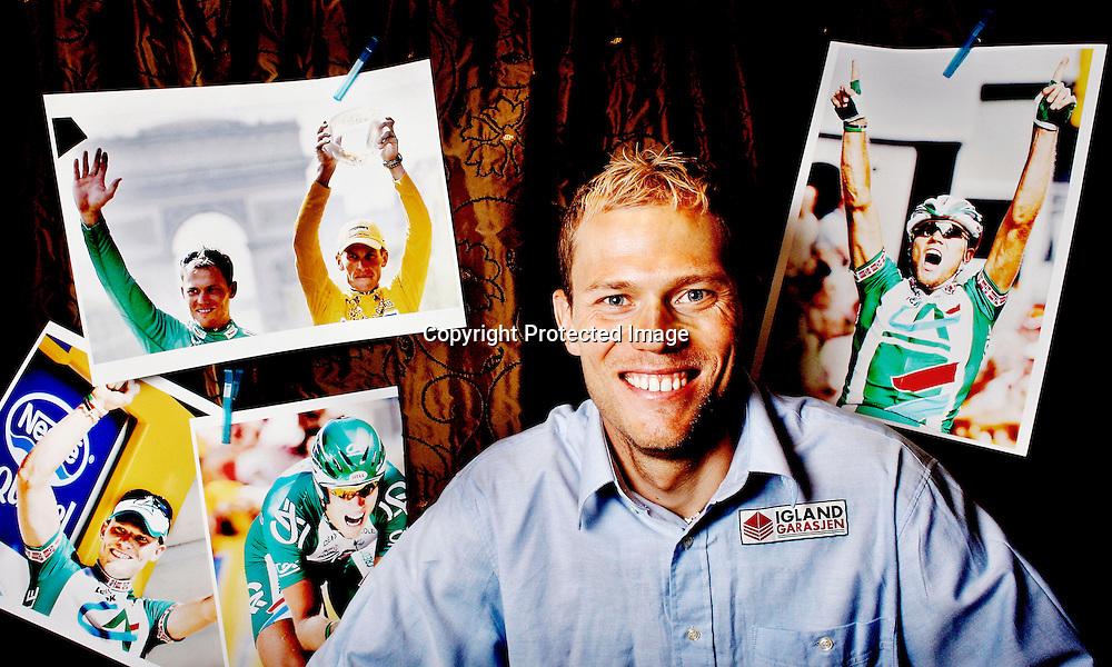 Hamar 20070629. Syklist Thor Hushovd sier at han ikke vil snakke mer om doping. Med bilder av seg selv i bakgrunnen., smiler.....Foto: Daniel Sannum Lauten / Dagbladet *** Local Caption *** Hushovd,Thor