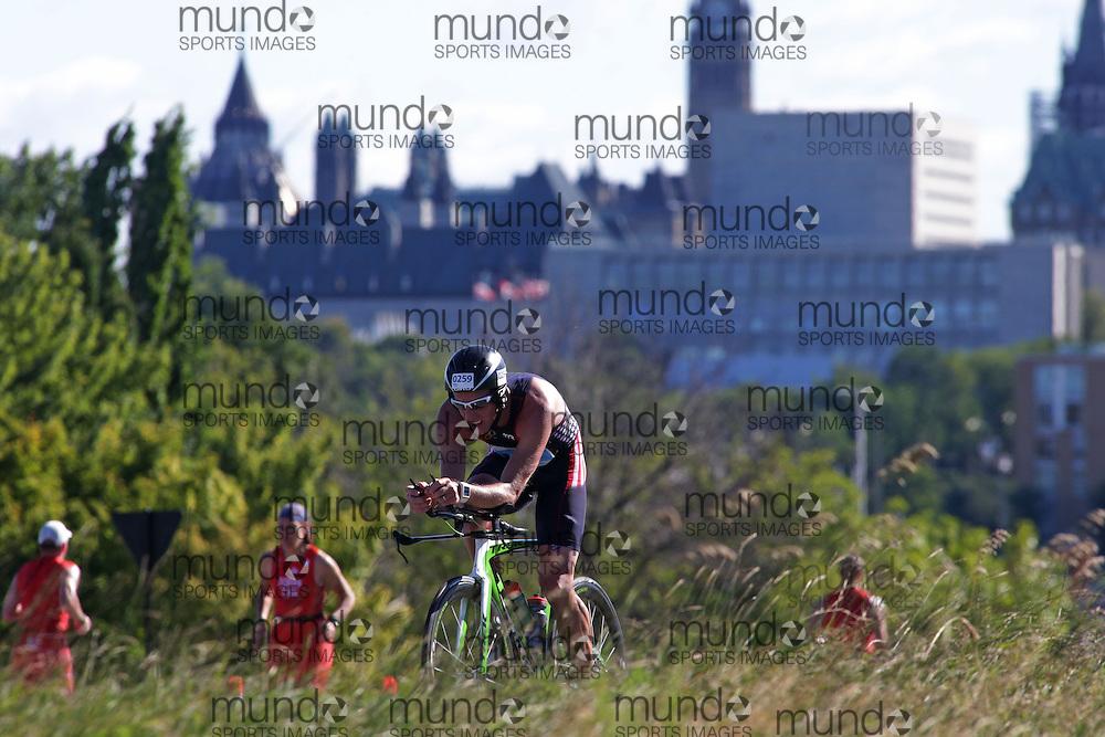 (Ottawa, Canada---10 August 2013)  Jason Atkinson (259)  of United States (USA) competing in the 30-34 Male AG International Triathlon Union 2013 World Duathlon Championships (10 km run- 40 km bike- 5km run).