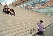 Duitsland, Hannover expo 2000, mei 2000.Groepsfoto Thaise bezoekers op de grote trapFoto: Flip Franssen/Hollandse Hoogte