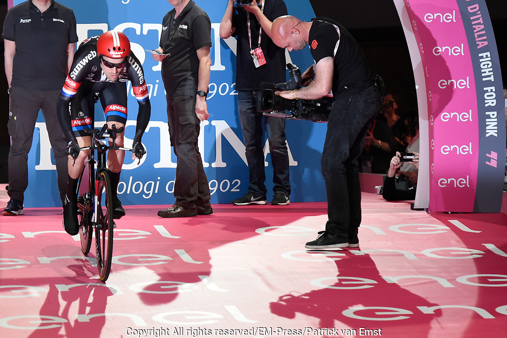 Tom Dumoulin tijdens de start van de Giro dItalia