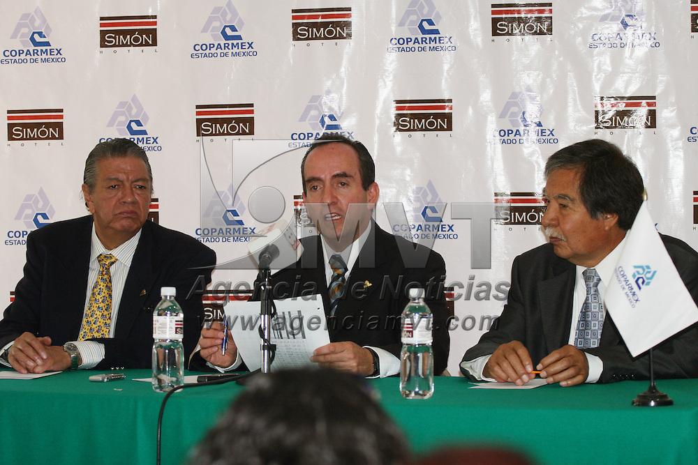 TOLUCA, México.- Edgar Cerecero López, presidente de COPARMEX, acompañado de Vicente Pliego Mañón, durante la conferencia de prensa para dar a conocer la baja de producción y de empleo en las artes gráficas. Agencia MVT / José Hernández. (DIGITAL)