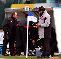 Photo: Alan Crowhurst.<br />Brighton & Hove Albion v Bristol City. Coca Cola League 1. 24/02/2007. Bristol manager Gary Johnson (L) has a word with Wayne Andrew after an early substitution.