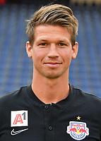 Download von www.picturedesk.com am 16.08.2019 (13:56). <br /> ABD0142_20190717 - SALZBURG - ÖSTERREICH: Co-Trainer Franz Schiemer beim Mannschafts-Fototermin mit dem tipico Bundesliga Fussball Verein FC Red Bull Salzburg am Mittwoch, 17. Juli 2019, in Salzburg. - FOTO: APA/BARBARA GINDL  _ - 20190717_PD2389