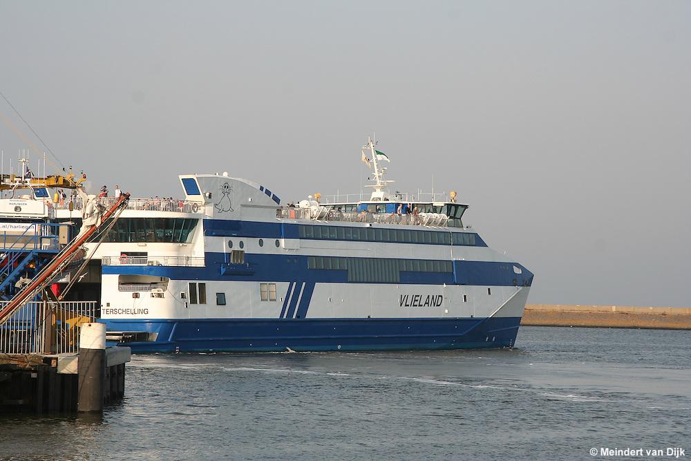 Vertrek veerboot 'Vlieland' van Rederij Doeksen uit de haven van Harlingen