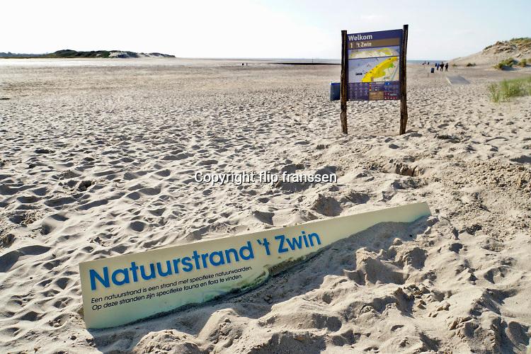 Nederland, Cadzand, 10-9-2019, Noordzeestrand bij het natuurgebied, nationaal park, het Zwin . Bij vloed stroomt het vol en bij eb weer leeg met mooie kreken in het zand . Foto: Flip Franssen