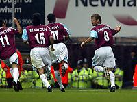 Fotball<br /> England 2005/2006<br /> Foto: SBI/Digitalsport<br /> NORWAY ONLY<br /> <br /> West Ham Utd v Blackburn Rovers. Barclaycard Premiership.<br /> 13/08/2005.<br /> Teddy Sheringham celebrates equalising for West Ham