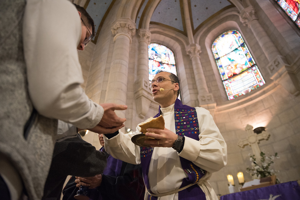 1 March 2020, Bethlehem: Rev. Munther Isaac distributes bread during Holy Communion during Sunday service in the Evangelical Lutheran Christmas Church in Bethlehem.