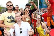 De jaarlijkse Canal Parade is onderdeel van de Amsterdam Gay Pride. Tijdens dit evenement vieren lesbiennes, homos, biseksuelen en transgenders (LHBT) dat ze mogen zijn wie ze zijn en mogen houden van wie ze willen. <br /> <br /> The annual Canal Parade is part of the Amsterdam Gay Pride. During this event lesbians, homosexuals, bisexuals and transgenders (LGBT) celebrate that they can be who they are and are allowed to love who they want.<br /> <br /> Op de foto / On the photo: Guido Spek , Dilan Yurdakul , Robin Martens , Ferri Somogyi