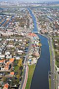 Nederland, Zuid-Holland, Boskoop, 04-03-2008; zicht op het water van de Gouwe met de Boskoopse hefbrug, de plaats midden in het Grone Hart is bekend om landbouw en tuinbouw, met name boomkwekerijen;  boomkwekerij, glastuinbouw, kassen, struiken en heesters, boom, bomen.luchtfoto (toeslag); aerial photo (additional fee required); .foto Siebe Swart / photo Siebe Swart.
