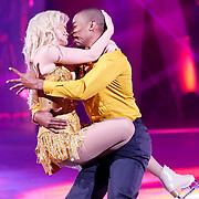 NLD/Hilversum/20130101 - 1e Liveshow Sterren dansen op het IJs 2013, Monique Sluyter en schaatspartner Yannick Bonheur