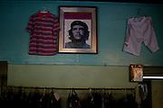 Havana, 12 de Maio de 2011..Che Guevara na famosa imagem de Korda, ja integrado a decoracao de uma loja em Havana.....Che Guevara en la famosa imagen de Korda, ya en la decoración de una tienda en La Habana .....Foto: LEO DRUMOND / NITRO