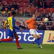 NLD/Amsterdam/20060301 - Voetbal, oefenwedstrijd Nederland - Ecuador, Arjen Robben in duel