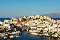 Grèce, Crète, plateau de Lassithi, Agios Nikolaos, lac de Voulismeni, vue sur le port // Greece, Crete island, Aghios Nikolaos, Voulismeni lake and port