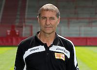 Der Torwarttrainer des 1. FC Union Berlin, Holger Bahra, posiert am 01.07.2013 im Stadion Alte Försterei in Berlin während des offiziellen Fototermins für die Saison 2013/2014. Foto: Soeren Stache/dpa