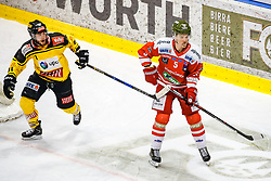 17.03.2017, Eiswelle, Bozen, ITA, EBEL, HCB Suedtirol Alperia vs UPC Vienna Capitals, Playoff, Halbfinale, 2. Spiel, im Bild Taylor Vause (Vienna Capitals), Maxwell Joseph Everson (HCB Suedtirol) // during the Erste Bank Icehockey League, playoff semifinal 2nd match between HCB Suedtirol Alperia and UPC Vienna Capitals at the Eiswelle in Bozen, Italy on 2017/03/17. EXPA Pictures © 2017, PhotoCredit: EXPA/ Johann Groder
