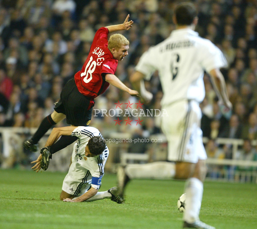 MADRID, SPAIN - Tuesday, April 8, 2003: Manchester United's Paul Scholes is tackled by Real Madrid's Fernando Hierro during the UEFA Champions League Quarter Final 1st Leg match at the Estadio Santiago Bernabeu. (Pic by David Rawcliffe/Propaganda)